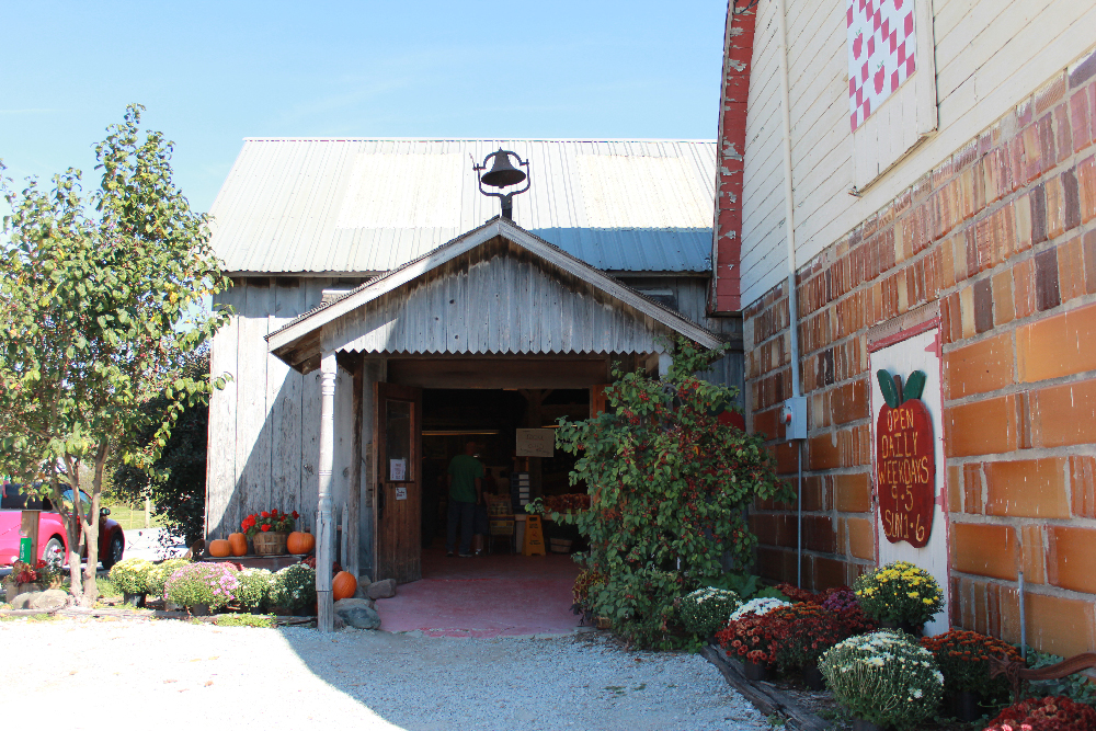 Doud Orchards entrance