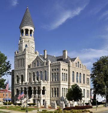 Salem - Washington County Courthouse by Lee Lewellen