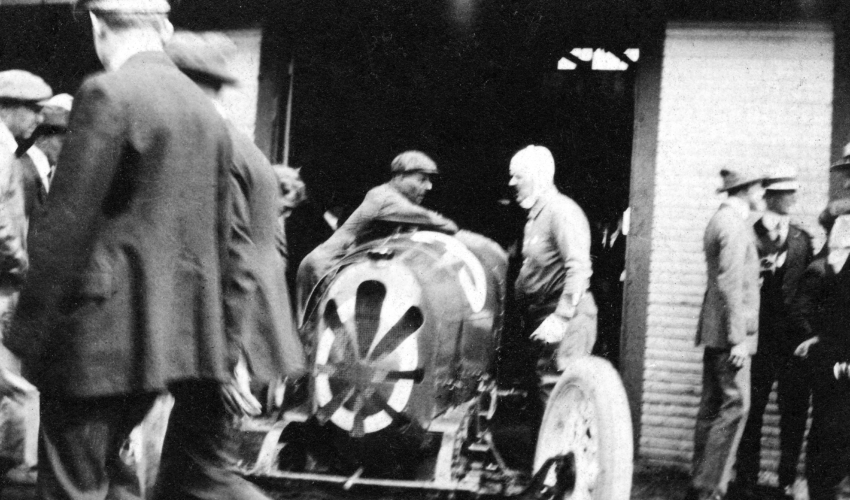 1920-Louis-Chevrolet-Garage