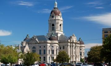 Evansville - Vanderburgh County Courthouse - Credit Lee Lewellen