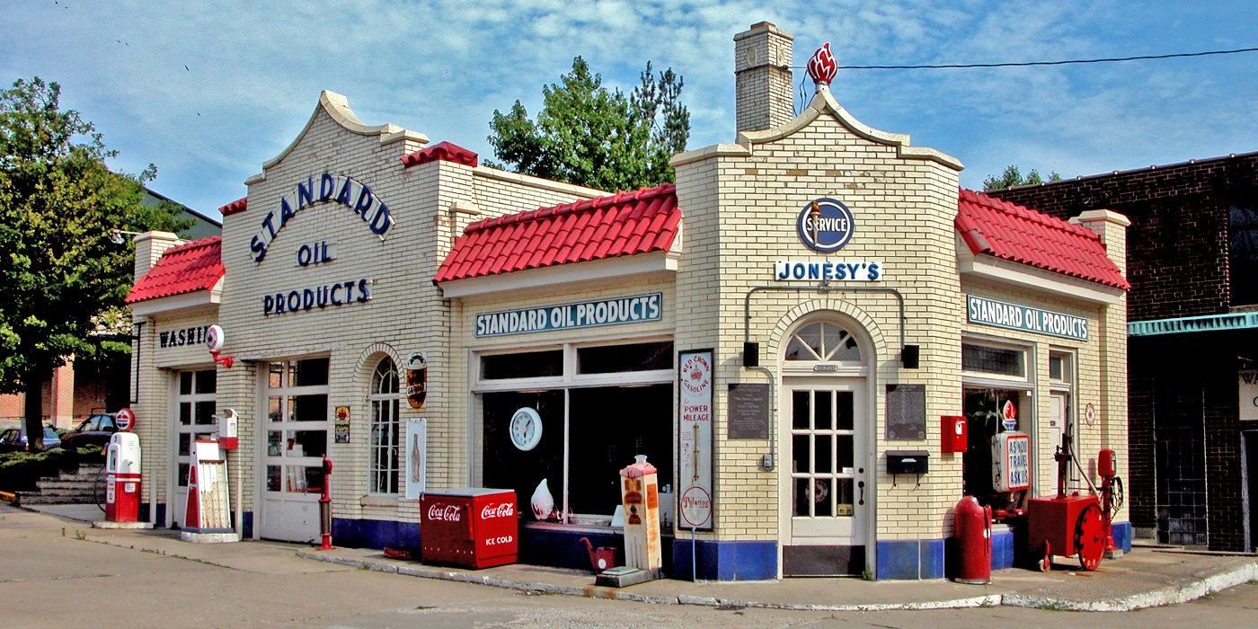 Lafayette - Jonesy's Standard Oil - Credit Lee Lewellen - header