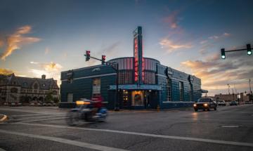 Greyhound Station/Bru Burger